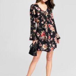 NWTT BLACK Floral Crochet Detail V-Neck Dress XL